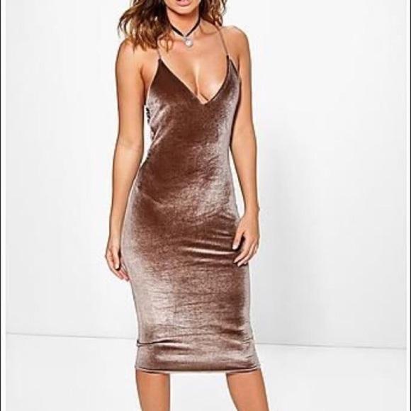 Boohoo Dresses & Skirts - NEW Velvet Dress